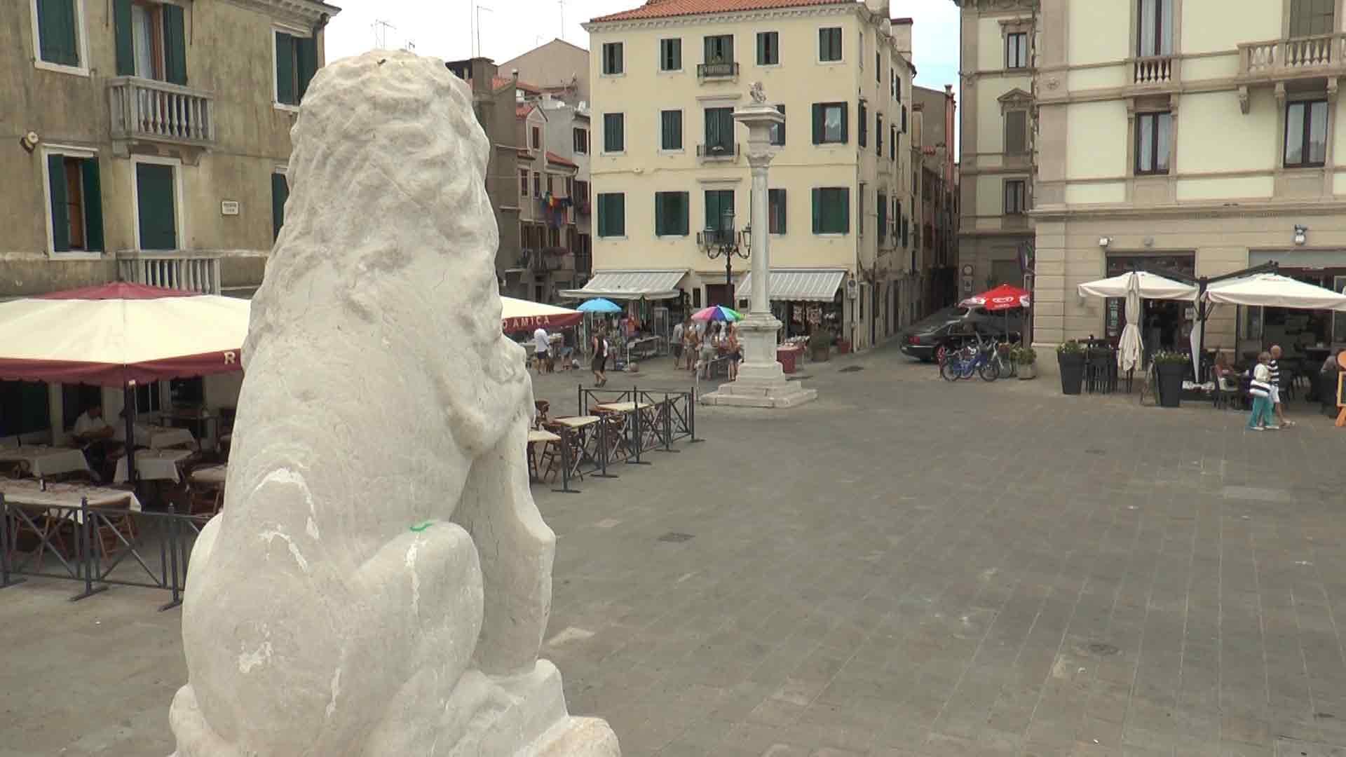 Chioggia - Piazzetta Vigo, el gato de ciosa