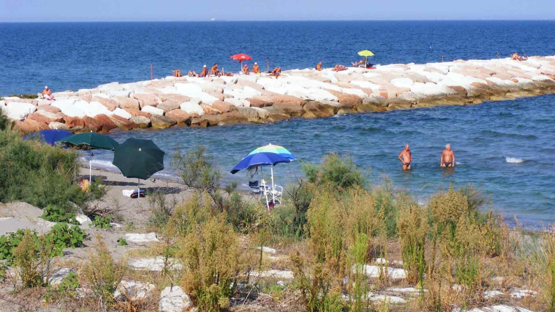 Pellestrina - La spiaggia con le dighe